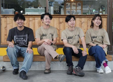 Hudanのメンバー(一番左はお店の店長)