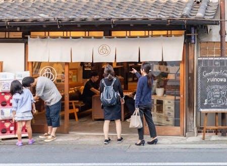 活動拠点は築87年の旧呉服店をリノベーションして誕生したシェアスペース『Coworking & Café yuinowa』。実際に街の人に愛される「空き家活用事例」を体感しながら学ぶことで、新たなインスピレーションに繋がるかも。