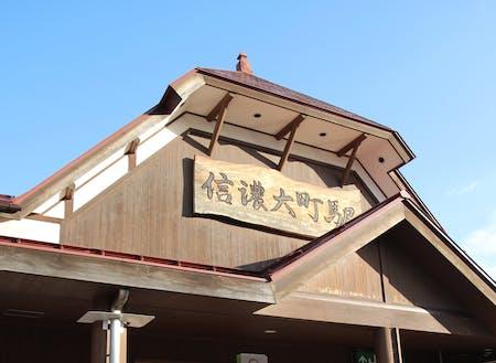 ノスタルジックな信濃大町駅舎。