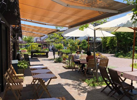 ガーデンカフェのテラス席