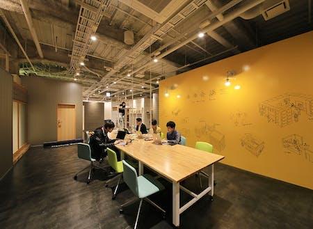 「未来会議室」は、本格的なコワーキングスペース。起業、スタートアップ向け、一時利用オフィス、貸し会議室、レンタルスペース、複合機など充実の環境・設備とサービスで九州 熊本の経済発展を目指している。