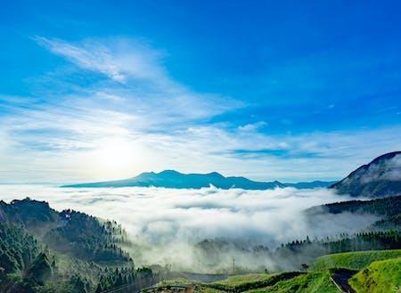 阿蘇の雲海。気候条件が揃った時にしか見られない貴重な景色。