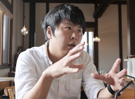 町の未来を語る中山さん。