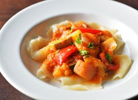 グローカルフードとして、郷土料理をベースに開発したはっと料理
