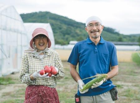 研修制度を利用した後、農家さんとして独立した吉田さんご夫婦  [会社と家を往復する忙しさを脱し未経験から農業の道へ~ http://shimokawa-life.info/interview/interview-vol18/ ]