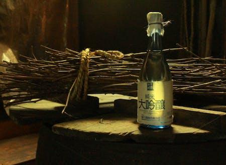 和紙工房と出ヶ原和紙アーティストラベルの日本酒(西会津産)