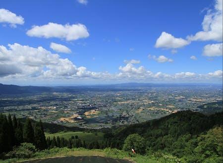 雄大な散居村の風景。富山県は水田地帯で有数の米どころです。
