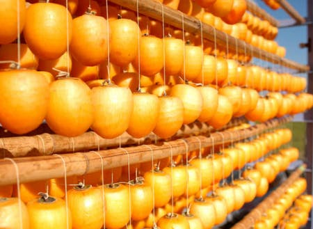 南砺市特産品の干柿。多くの特産品には南砺市にあります。