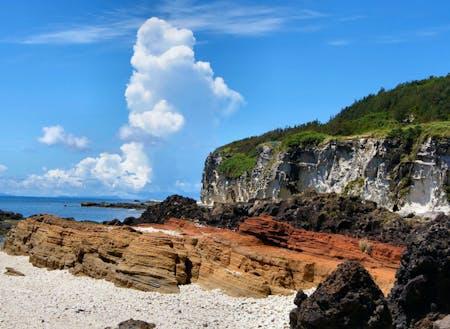 沖縄県で唯一、火山活動の痕跡が見られるヤヒジャ海岸