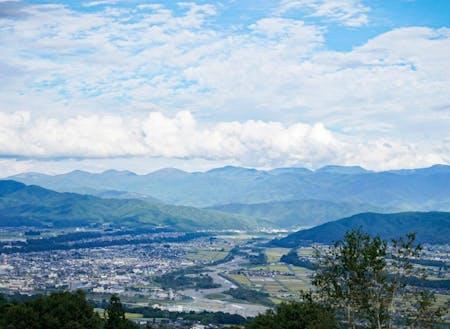 長野県の南部にある二つのアルプスに囲まれた伊那谷
