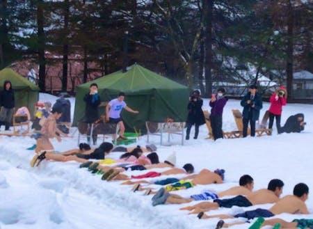 雪の上でテントサウナ!