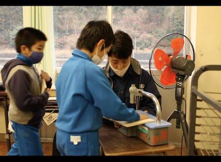 佐藤隊員。手先が器用で工作を基にした活動を行っている。