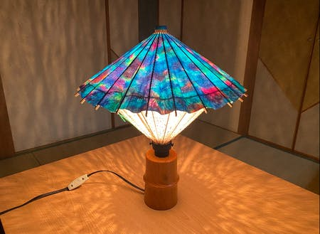開発中の和傘ランプシェード。和紙・染め・和傘のコラボ作品