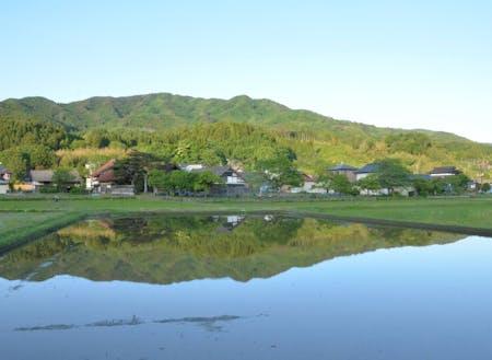 中心市街地から北に車で約15分。山と共に生きる町。鮎釣りで有名な気仙川も流れています。