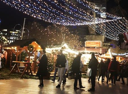 12月はクリスマスマーケットで賑わいます。親子で楽しめる!