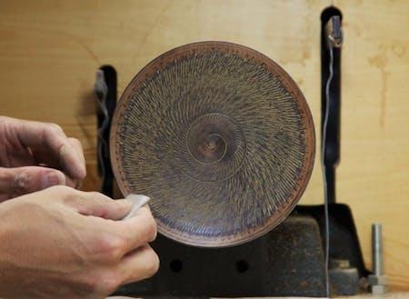 木の美しさを挽きだす工芸「山中漆器」