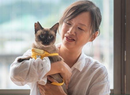 事業パートナーと市内で保護した猫