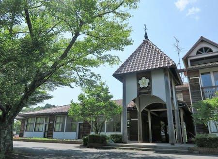 山の上にある、旧 真庭市立上田小学校を活用した「UEDA VILLAGE」