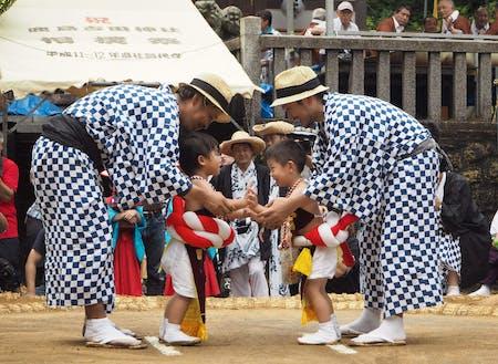 潮来市で行われるちびっ子相撲、どちらも頑張っています!