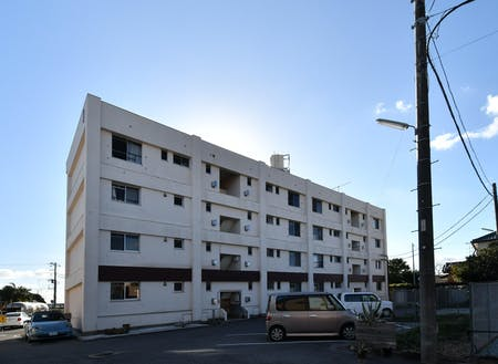 MINATO BARRACKSの外観。居室12戸の他、1階部分は共有キッチン・リビング、ゲストルーム、DIYルームなどを完備