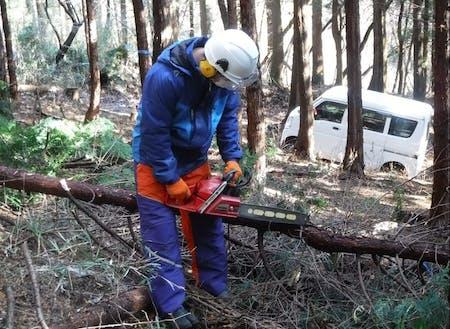 研修の様子(林業現場体験)