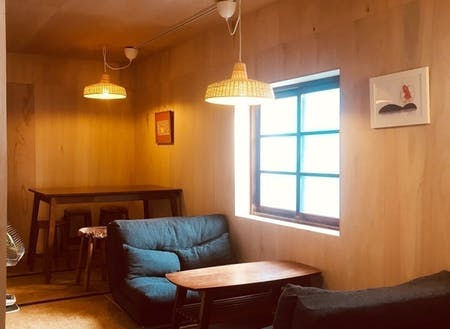 友人がデザイン協力してくれたカフェの一部屋には作家さんの雑貨が展示販売してあります。