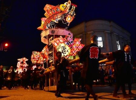 360年以上の伝統をもつ「福野夜高祭」