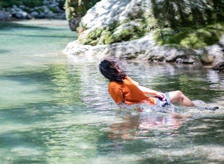 テントサウナから渓谷に入水。ととのい、の後にデスクワークへ。