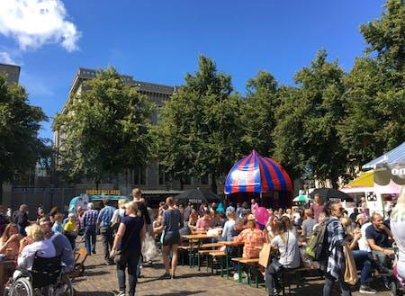 太陽を楽しむのが大好きなオランダ人。お天気のいい日にはピクニックやフードフェスでゆっくり食事を愉しむ