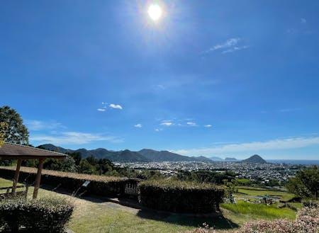 萩市の三角州を一望できる「陶芸の村公園展望広場」もおすすめ。