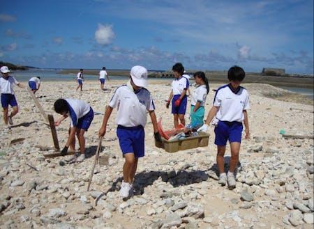 海岸ゴミ問題を考えるビーチクリーン
