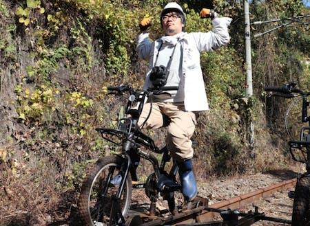 東吾妻町地域おこし協力隊の小川貴司隊員!廃線跡で自転車型トロッコ♪