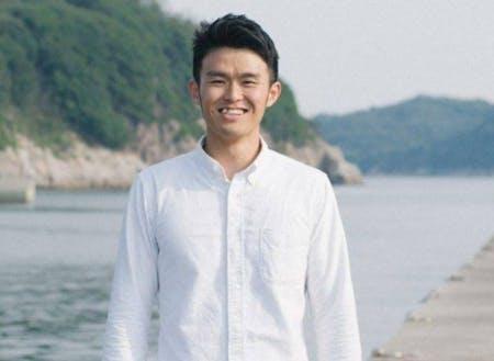 ナビゲーターはSMOUTディレクターの秋吉です