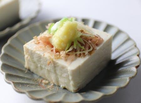 国産大豆と白川村の湧き水で作る伝統食材「石豆富」。大豆の味がしっかりして食べ応えがあります。