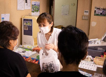 店舗には村民や観光客などたくさんの方が訪れます。店舗の運営だけでなく、店づくりも一緒に考えていただきたいです!