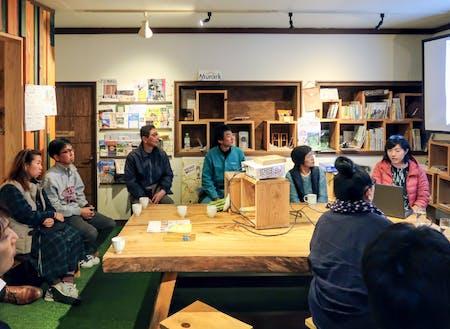 毎月、TerakoyaCUBE(てらこやきゅーぶ)という地域交流イベントを行っています。このイベントでは、毎月地域で生業を持って暮らしている方をゲストに、今まで何をやってきたか、これから何をやっていきたいかを発表していただいています。