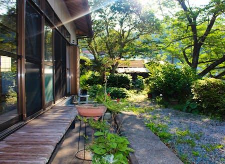 日当たりの良い縁側とお庭が自慢