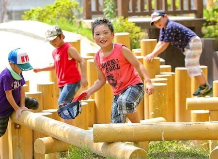 本宮市の公園で遊ぶ子供たち