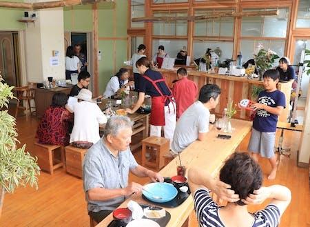 令和元年7月にオープンした「なみまちカフェ」の様子