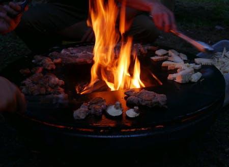 大自然の中での焚き火。焚き火の音って・・・癒されます。