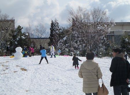 昨年の雪遊びの様子