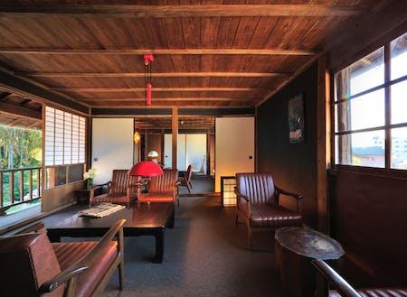 城谷耕生さんがオープンした小浜町の「刈水庵」。地域のデザイン拠点になっています。