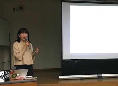 伊東商工会議所にて「まちづくりへの関わり方」の講演をしている様子