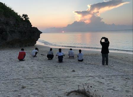 近くの海岸で生徒とBBQ