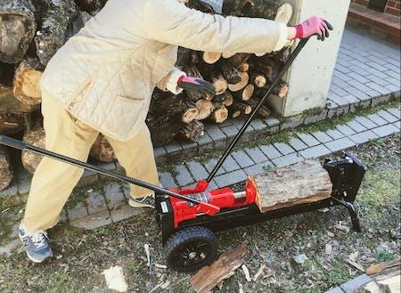 薪割りは大事なルーティンワーク