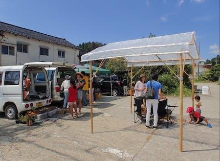 移住者たちが中心に開催している地元の野菜市