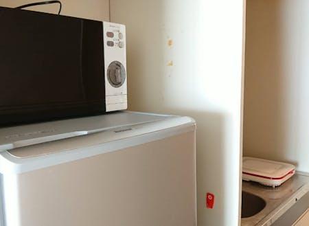 備品。最低限の家電を備え付けています