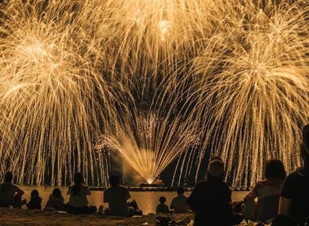 竹野の夏の風物詩「たけの海上花火大会」