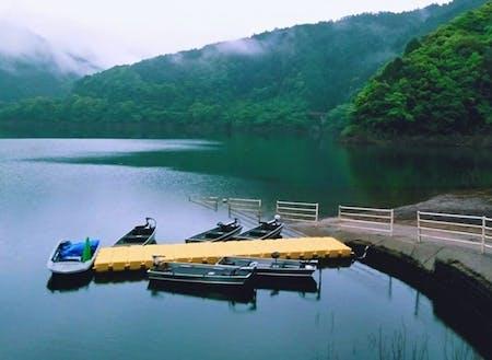 貸ボート(フィッシングや湖面鑑賞ができます)