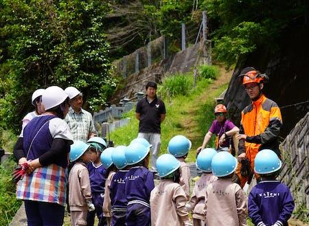 森のほいくえんでの環境教育活動の一コマ